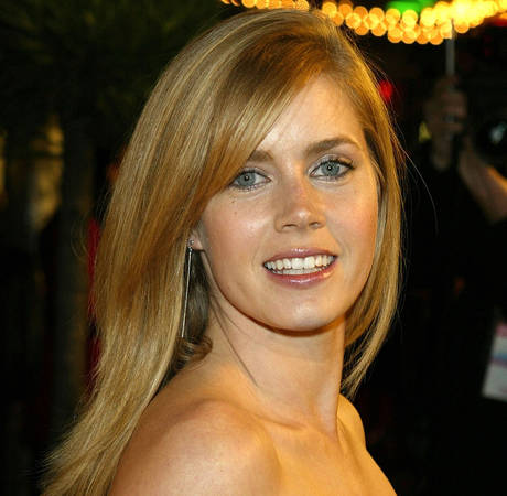 "Amy Adams Claims, ""I Have No Features Without Makeup"""
