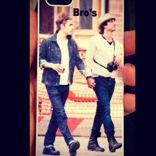 Vampire Diaries' Ian Somerhalder Holds Hands With Male Co-Star (PHOTO)