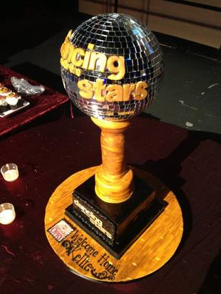 Dancing With the Stars' Kellie Pickler Gets a Mirror Ball Cake! (PHOTO)