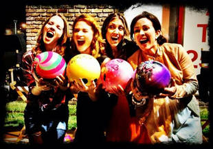 Sarah Drew's Mom's Night Out Wrap Party: Gets Silly With Her Ladies (PHOTO)