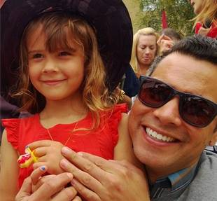Jessica Alba's Daughter Honor Graduates From Preschool! Adorable Photos