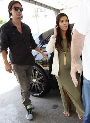 Vanity Fair Ridicules Pregnant Kim Kardashian, Khloe Kardashian