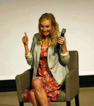 "Candice Accola at Love & Blood ItaCon: ""Caroline Should Be Single!"" (VIDEOS)"