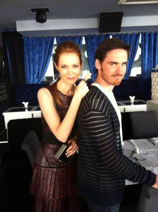 Colin O'Donoghue Cuddles Up With Scandal's Darby Stanchfield — Crossover Alert! (PHOTO)