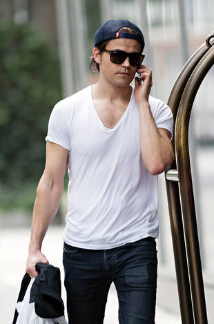 What Did the Paparazzi Buy For Paul Wesley? Vampire Diaries Cute Video