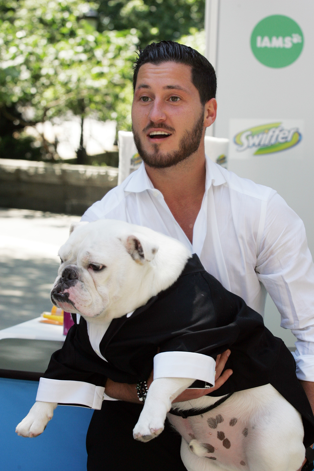 Which Reality Star Accessorizes His Dog With Jewelry?! (PHOTO)