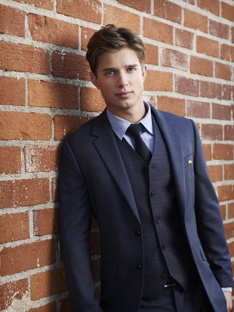 Drew Van Acker Shirtless for New TV Role on Devious Maids (PHOTO)