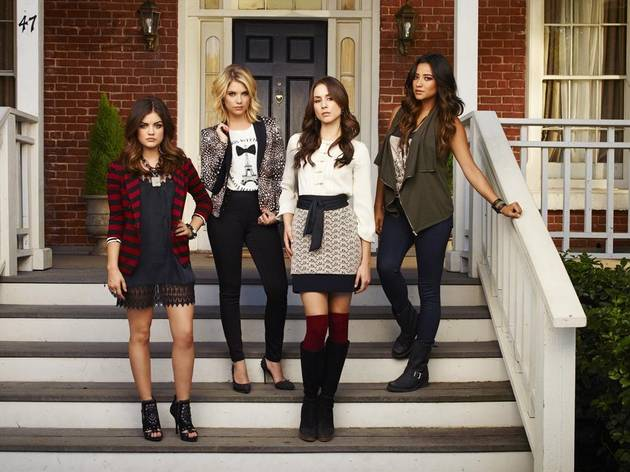 Pretty Little Liars Fashion: How Many Black Hoodies Are There? Mandi Line Says…