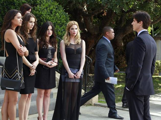 "Pretty Little Liars Spoilers: Officers Holbrook and Tanner Are ""Good Cops"""