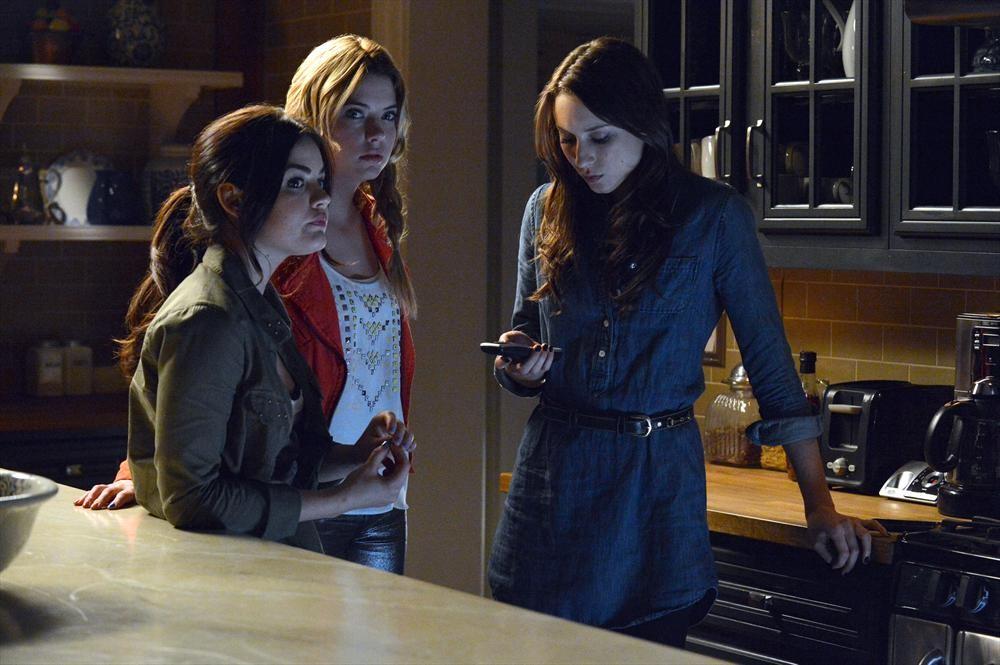 "Pretty Little Liars Season 4: [SPOILER] Is ""The Question of the Season"""