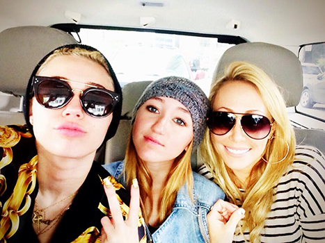 Miley Cyrus Tweets Adorable Moment With Mom and Sister, Sends Dad Love