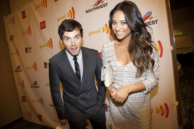 Pretty Little Liars Cast Tease Ian Harding on Twitter — Check Out the Hilarious Exchange!