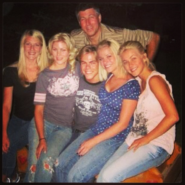 Derek and Julianne Hough's Throwback Family Portrait Is The Cutest Thing Ever (PHOTO)