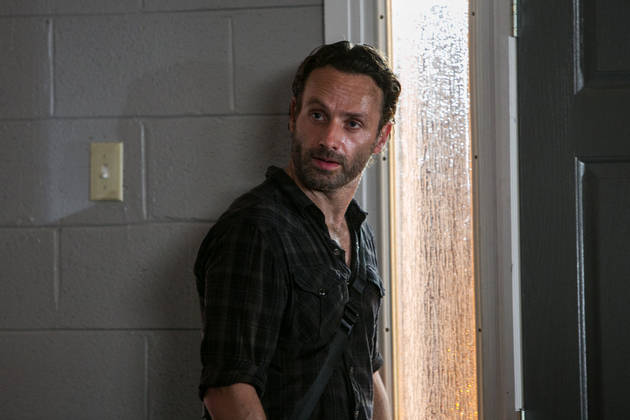 "The Walking Dead Season 4 Spoilers: Fewer People, ""Ravenous"" Walkers, and a Surprise Death?"