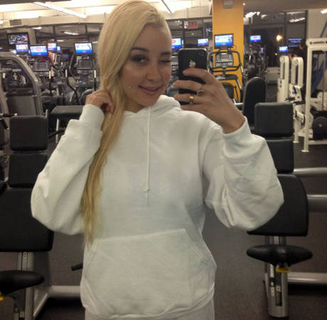 Amanda Bynes Flips Out When Fan Tries to Take Her Pic: Report