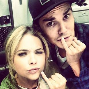 Pretty Little Liars' Ashley Benson and Tyler Blackburn Have Matching Manicures? (PHOTO)