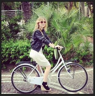 Grey's Anatomy's Ellen Pompeo Rides Her Bike to Get WHAT?! (PHOTO)