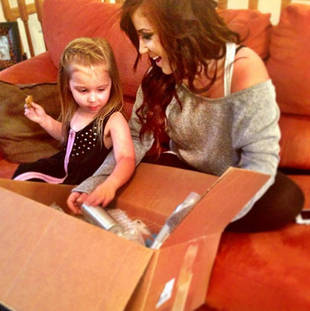 Chelsea Houska and Aubree Prepare New Hair Accessories For Online Store (PHOTO)