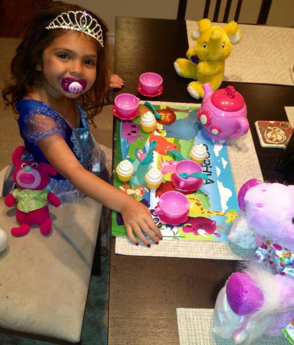 Is 4-and-a-Half-Year-Old Sophia Abraham Too Old For a Pacifier? (PHOTO)