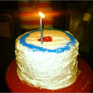 'Cakebarring' Woman Feeds Cake to Men at Bars to Find Love