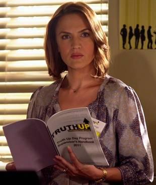 "Pretty Little Liars Season 4 Spoilers: ""Mama Bear"" Hastings Is Back!"