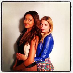 "Pretty Little Liars Season 4: Emily and Hanna ""Prom"" Photo!"