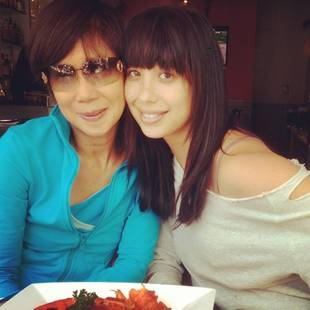 Dancing With the Stars' Cheryl Burke and Her Mom Are Twinsies! (PHOTO)
