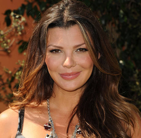 Pregnant Ali Landry Is Giving Birth Now, Live Tweeting From Hospital