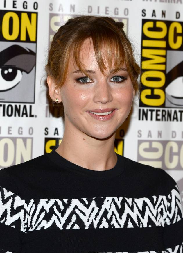 Jennifer Lawrence Shows Bare Midriff in Black-And-White Outfit at 2013 Comic-Con