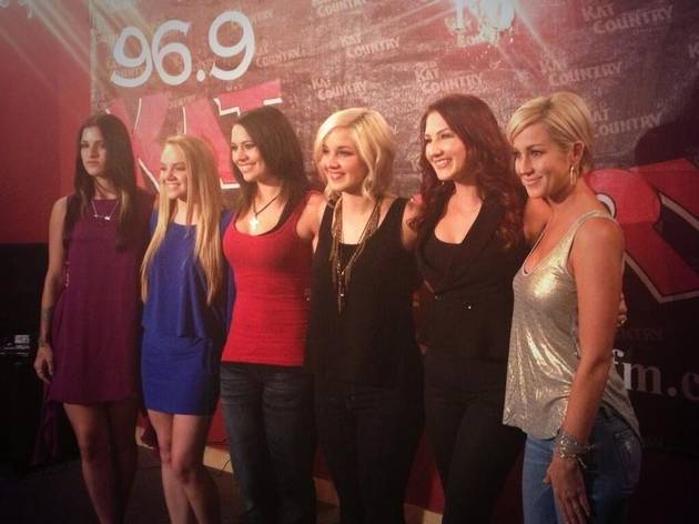 Kellie Pickler Collaborates With Voice Winner Cassadee Pope, Has Twitter Love Fest (PHOTO)