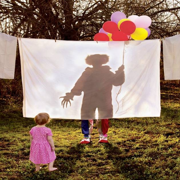 'Horror Photographer' Recreates Childhood Nightmares, Starring His Own Daughters (PHOTOS)