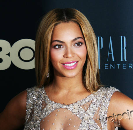 Beyonce Holds Moment of Silence For Trayvon Martin