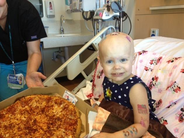 Redditors Flood 2-Year-Old Cancer Patient's Hospital Room With Pizza Deliveries (PHOTOS)