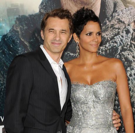Pregnant Halle Berry Marries Olivier Martinez!