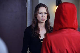 "Pretty Little Liars Speculation: Are Red Coat and Big ""A"" Definitely the Same Person?"