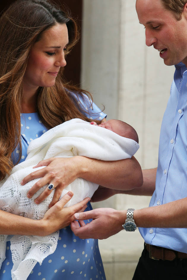 Critics Slam Royal Baby Portraits Taken By Kate Middleton's Dad (VIDEO)