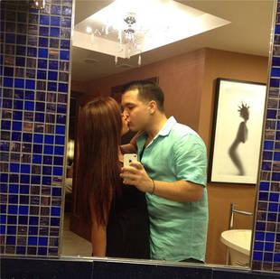 Deena Nicole Makes Out With Boyfriend Chris in Public Bathroom? (PHOTO)