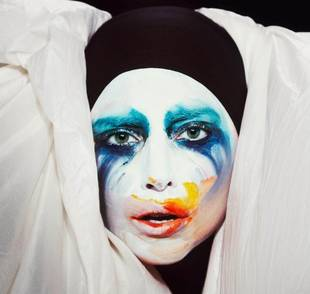 "Lady Gaga's ""Applause"" Music Video — Ever Seen a Human-Hand Bra? (VIDEO)"