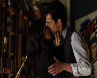 Pretty Little Liars Season 1 Flashback: Aria Tells Ezra She Loves Him (VIDEO)