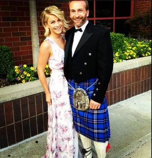 "Julianne Hough Gets Close to Her ""Handsome Scottish Date"" (PHOTO)"