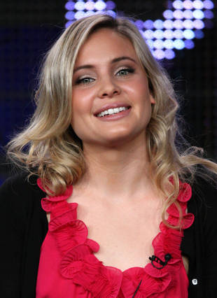 "The Originals' Leah Pipes Talks About Bringing Out Klaus' ""Nicer Side"" (VIDEO)"