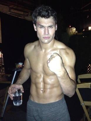 Pretty Little Liars Season 4, Episode 16: Jake Gets Shirtless, Lets Off Some Steam (PHOTO)