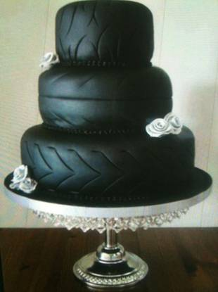 Disappointed Bride Tries to Sell Disastrous Wedding Cake on eBay