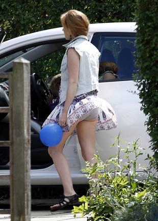 Oops! Wind Lifts Isla Fisher's Skirt, Flashing Underwear (PHOTO)