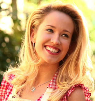 "True Blood Season 6 Spoilers: Anna Camp Teases ""Physical Situation"" For Sarah Newlin"