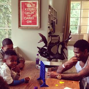 Usher Thanks His Fans, Shares Adorable Picture With His Son (PHOTO)