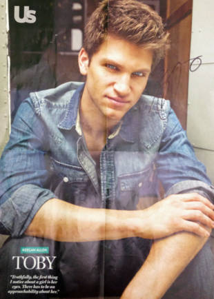 Pretty Little Liars Giveaway: Win a Signed Poster of Keegan Allen!