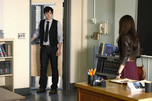 """Is Ezra Really """"A"""" on Pretty Little Liars? The Cast and Crew Say…"""