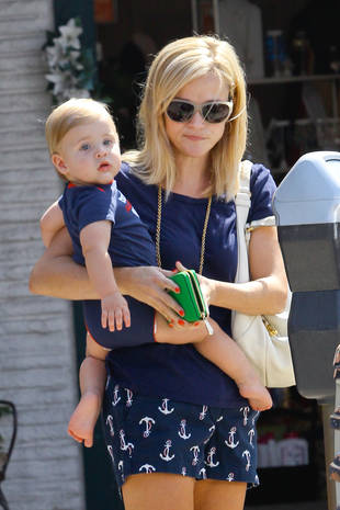 Reese Witherspoon Takes Baby Tennessee on a Trip to the Toy Store (PHOTO)