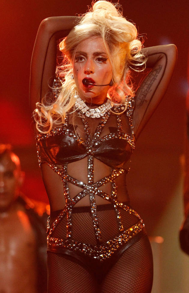 Lady Gaga Nude: See the Singer Full Frontal in Yoga Session! (PHOTO)